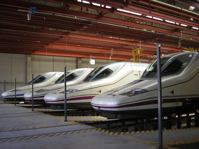 Biomimesis: el morro del tren de alta velocidad simula el de un Martín pescador